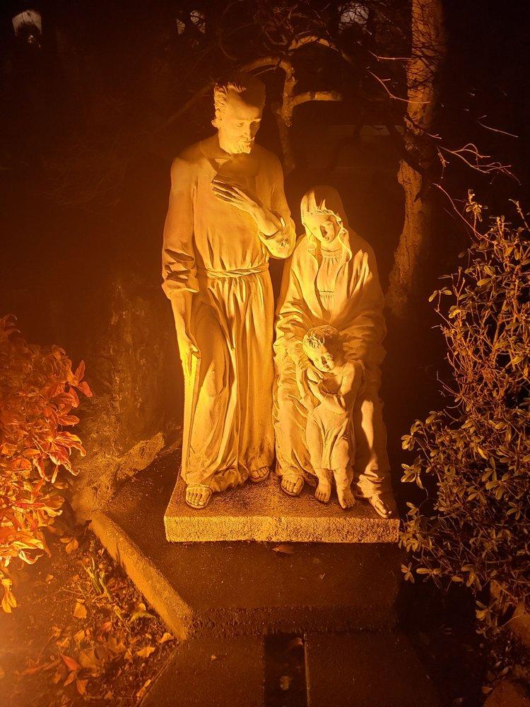 Holy Family Catholic Church: 7045 120th Ave NE, Kirkland, WA