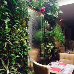 M de Monbadon - Bordeaux, France. Mur de plantes sous la verrière