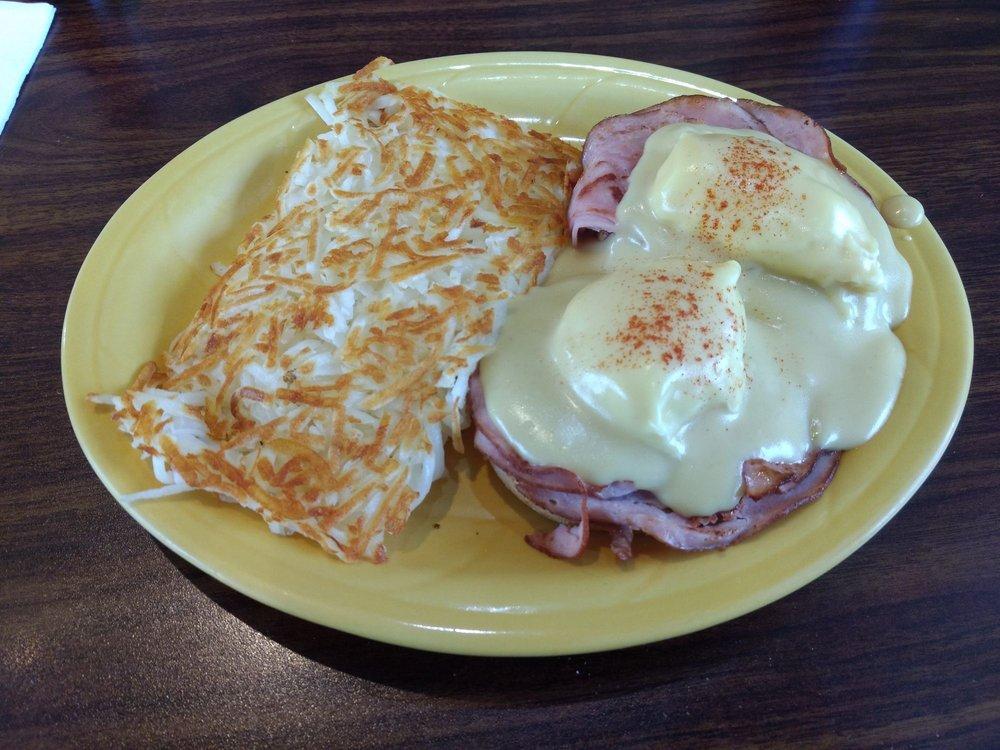 Wayne's Corner Cafe: 8614 271st St NW, Stanwood, WA