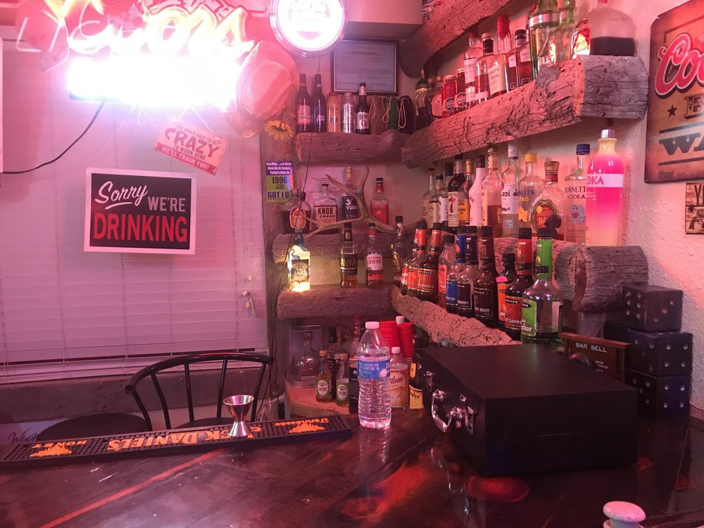 Buffalo Lodge Inn and Grill: 100 Buffalo Rd, Chugwater, WY