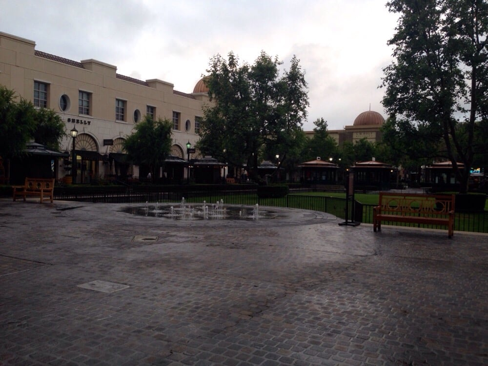 Chaffey Town Square Looks Empty Because It Was Raining Yelp