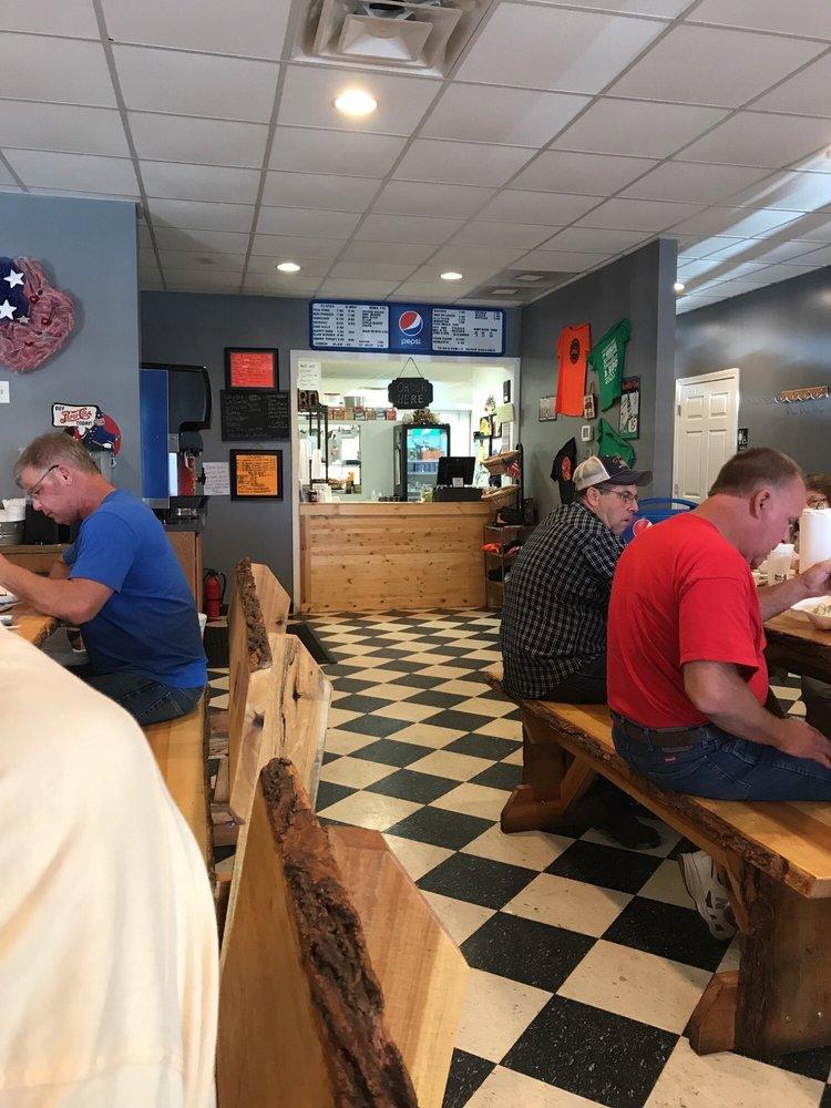 Waldens BBQ: 201 S Main St, Brownsville, KY