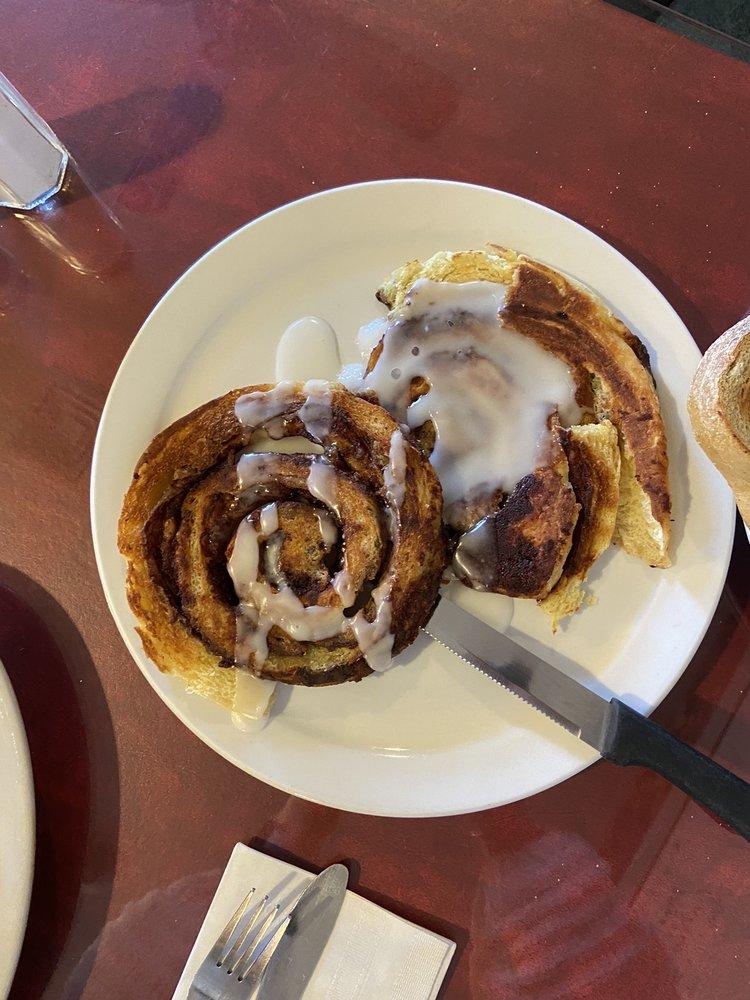 Rochelle's Restaurant: 586 Main St, Acushnet, MA