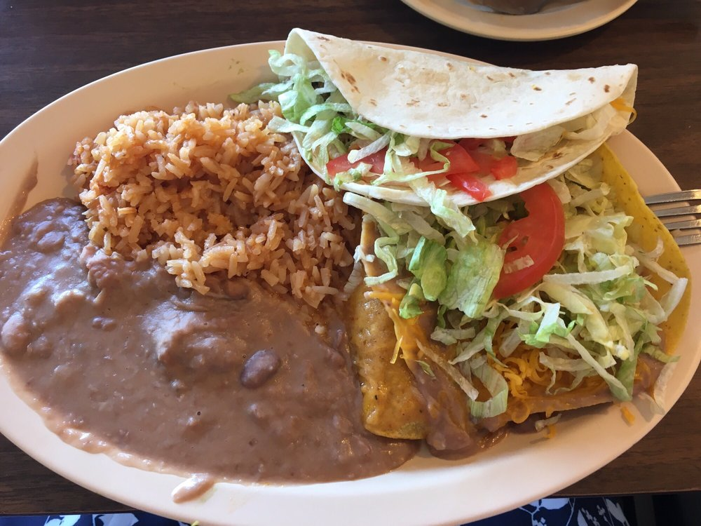 El Ranchito Cafe: 111 E Oklahoma Ave, Ulysses, KS