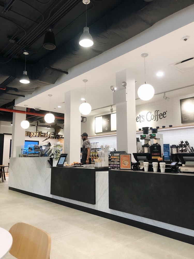 Capital One Café: 1465 E 53rd St, Chicago, IL