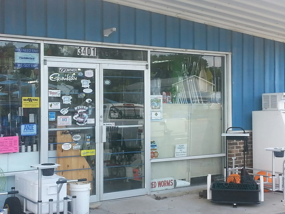 Rod & Reel Shop: 3401 Holden Beach Rd SW, Supply, NC
