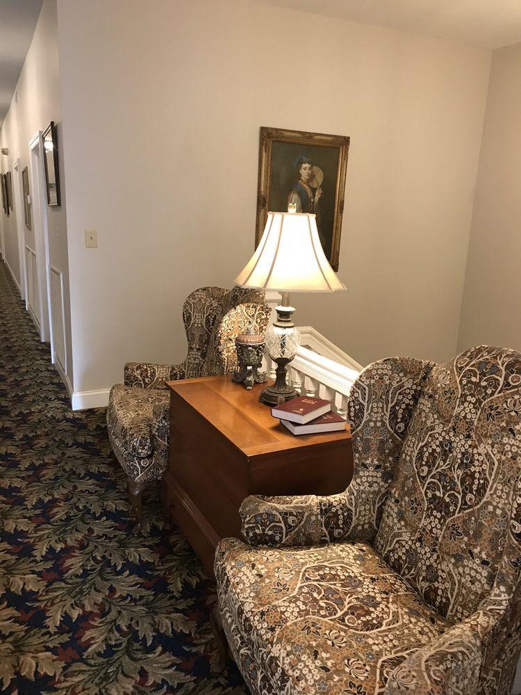 Hotel Walton: 308 Main St N, Carthage, TN