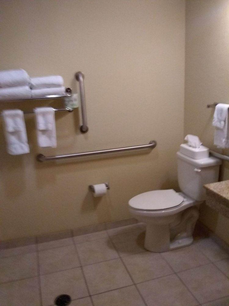 Cobblestone Inn & Suites - Marquette: 100 North St, Marquette, IA