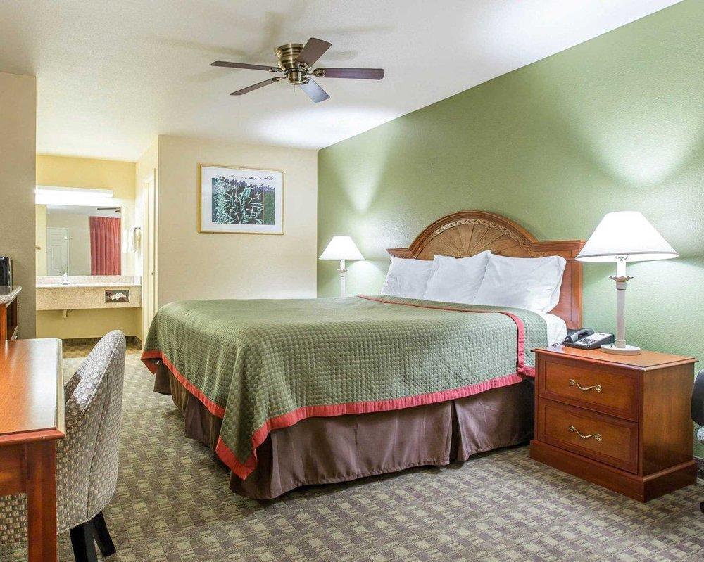 Rodeway Inn: 2211 Girard St, Delano, CA