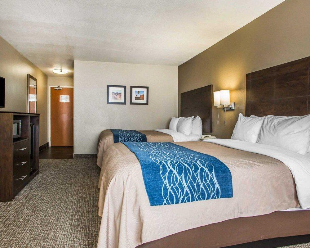 Comfort Inn & Suites Waterloo - Cedar Falls: 2011 LaPorte Rd, Waterloo, IA
