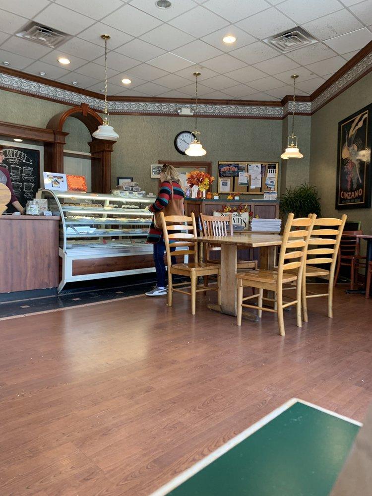 Hollin Hall Pastry Shop: 7920 Fort Hunt Rd, Alexandria, VA