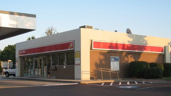Brumback's Exxon: 597 Elden St, Herndon, VA