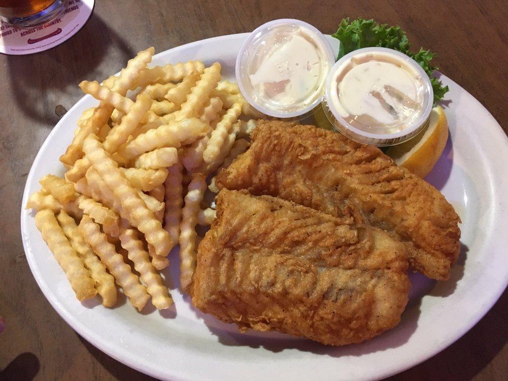 40 Club Restaurant & Bar: 950 2nd St NW, Aitkin, MN