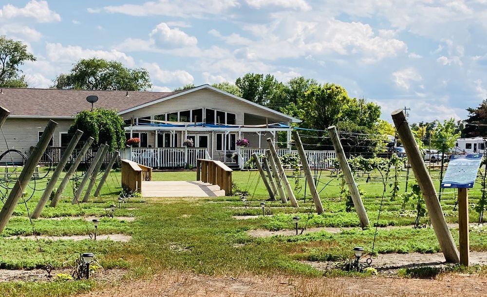 Mac's Creek Winery & Brewery: 43315 Rd 757, Lexington, NE