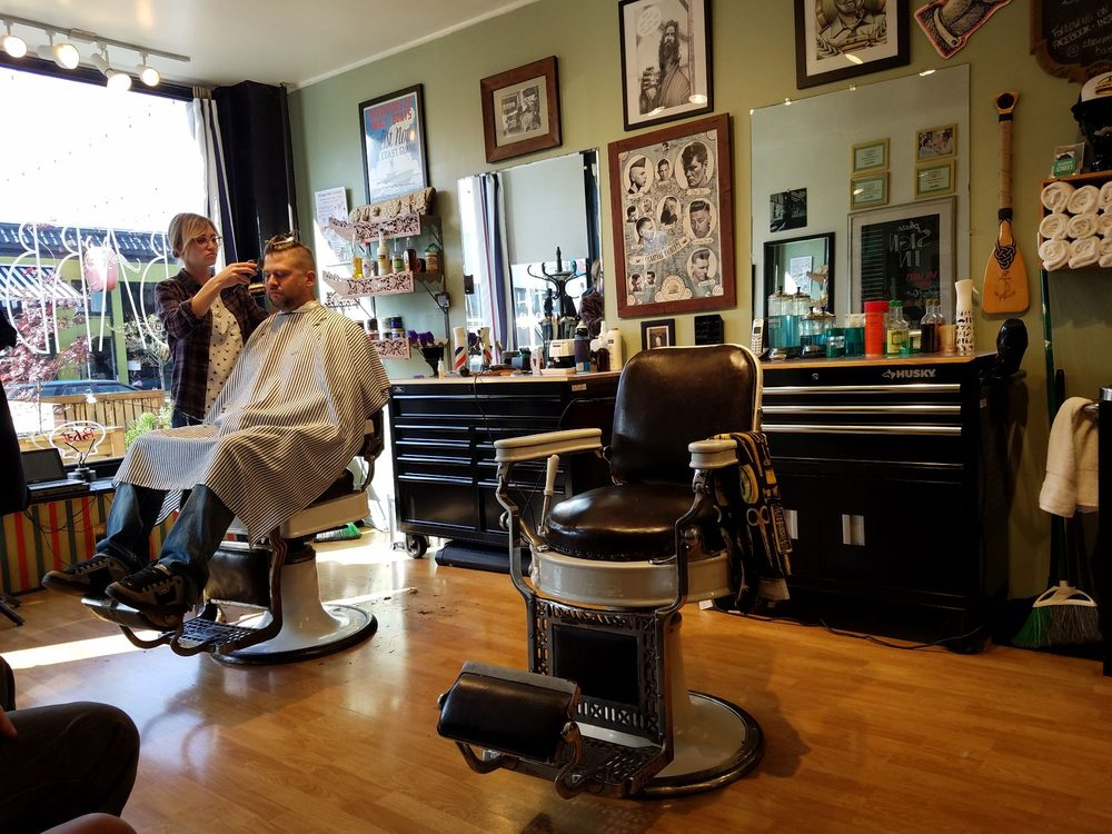 Eleventh Street Barber: 250 11th St, Astoria, OR