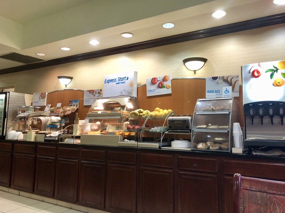 Holiday Inn Express & Suites Dickson: 100 Barzani Blvd, Dickson, TN