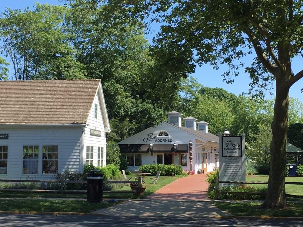 Amagansett Square: 154 Main St, Amagansett, NY