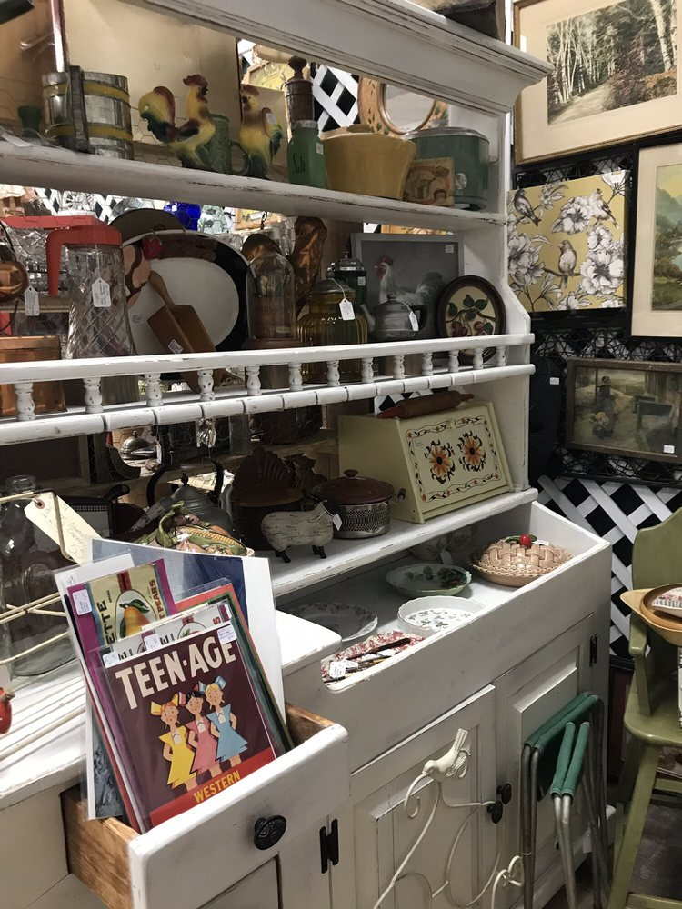 Vintage Pleasures: 326 Central Ave, Fillmore, CA