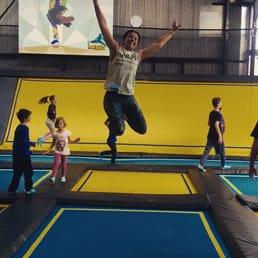 trampoline park 13 photos 11 reviews kids activities 49 rue pierre baour le lac. Black Bedroom Furniture Sets. Home Design Ideas