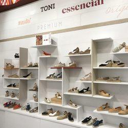 580dafcaabdf9 Photo of Toni Pons - Barcelona, Spain. Las alpargatas Toni Pons se dividen  en