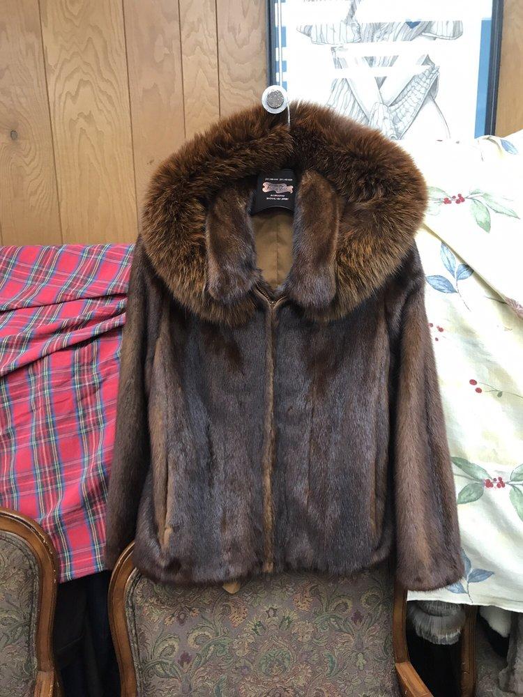 Famous Furs: 610 Broadway, Bayonne, NJ