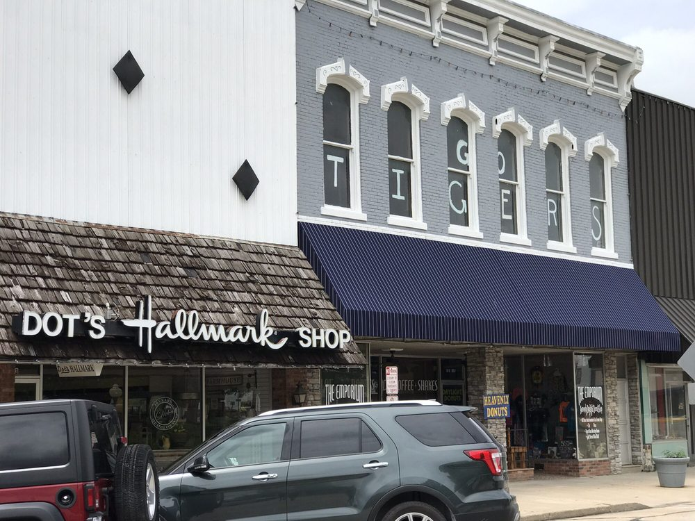 Dot's Hallmark Shop: 1025 Gulf St, Lamar, MO