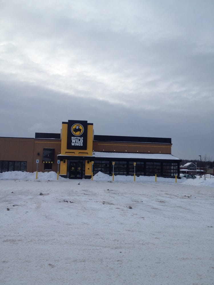 Buffalo Wild Wings: 2305 Snowdrift Dr, Gaylord, MI
