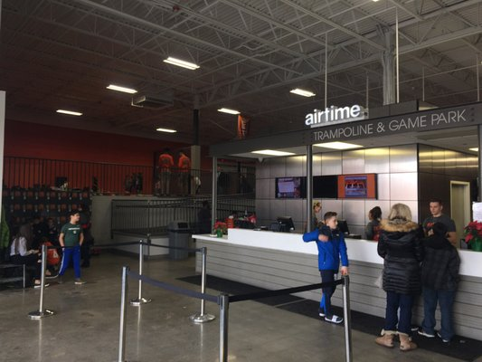 AirTime Trampoline & Game Park 44855 Hayes Rd Sterling