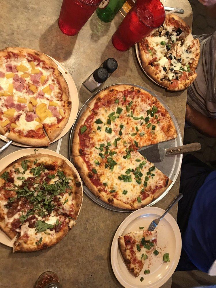 Pizza Pub Italian Restaurant And Pizzeria: 7050 Winkler Rd, Fort Myers, FL