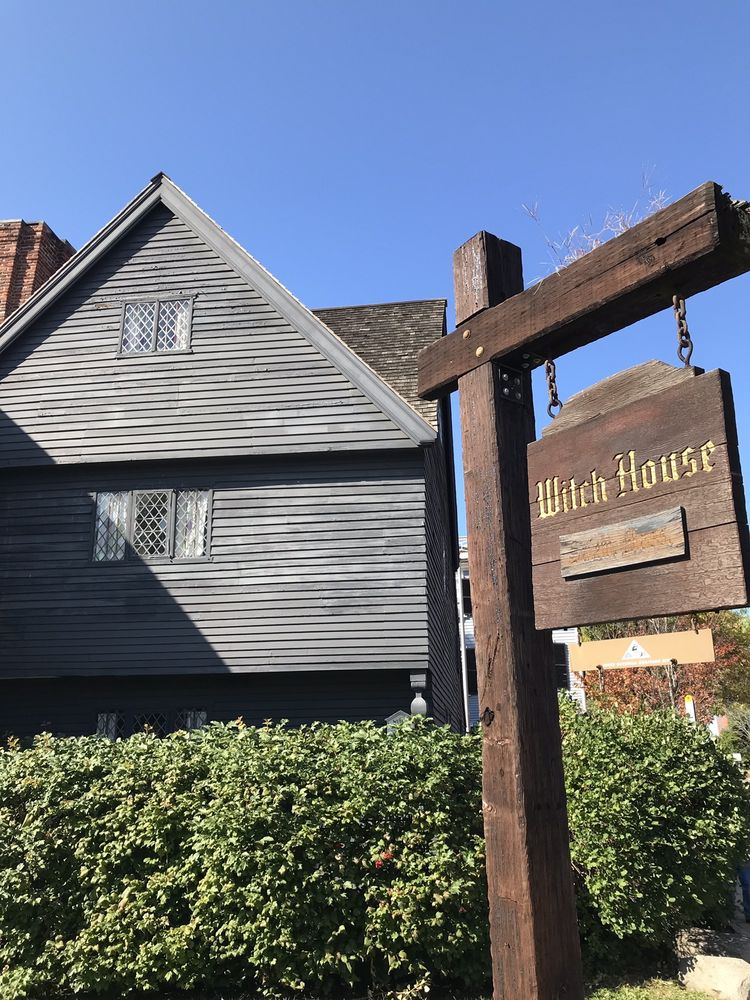 Social Spots from Witch House