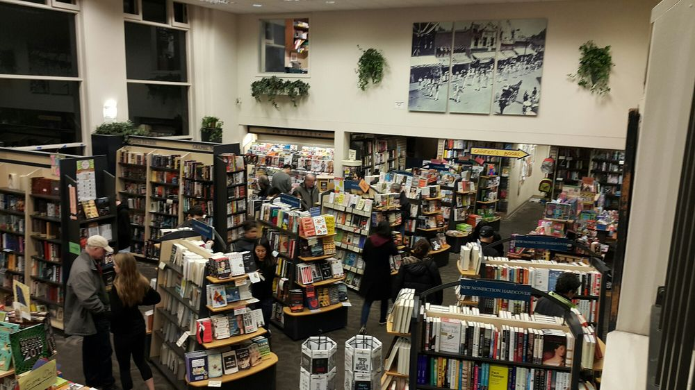 Books Inc: 317 Castro St, Mountain View, CA