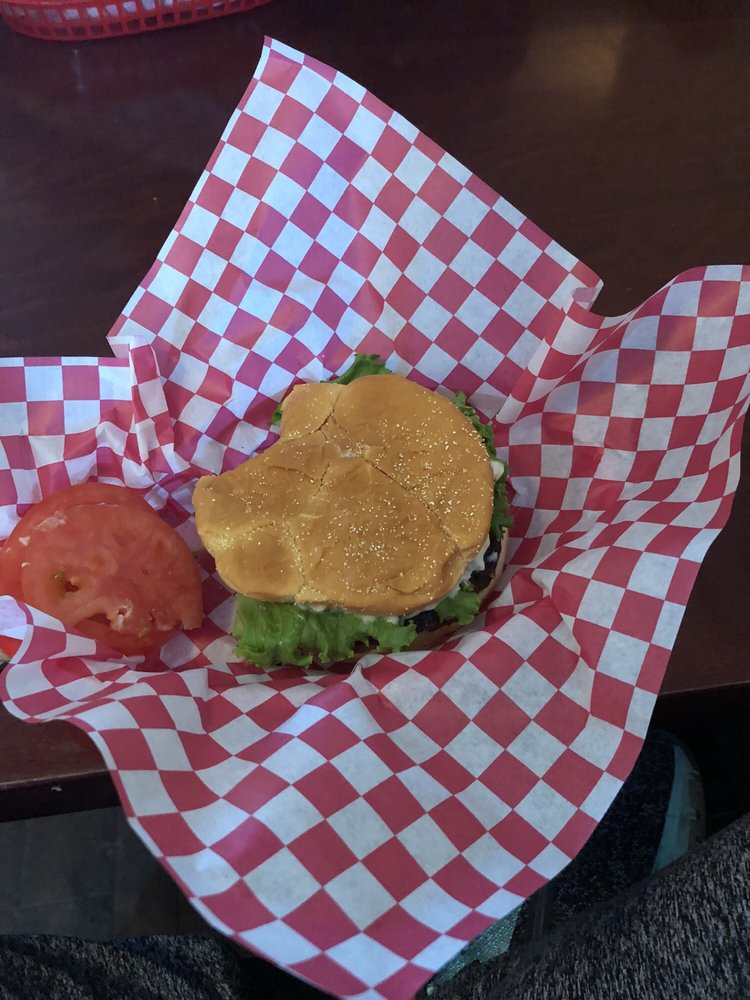 Raging Creek Pub Eatery: 38939 Hwy 299, Willow Creek, CA