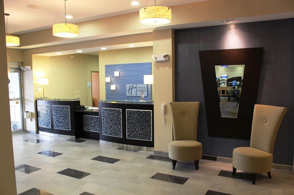 Holiday Inn Express & Suites Albert Lea - I-35: 77820 Main St E, Albert Lea, MN