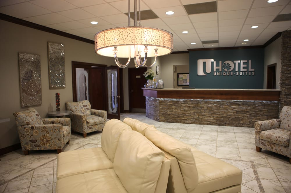 Unique Suites Hotel: 920 W Lincoln Ave, Charleston, IL
