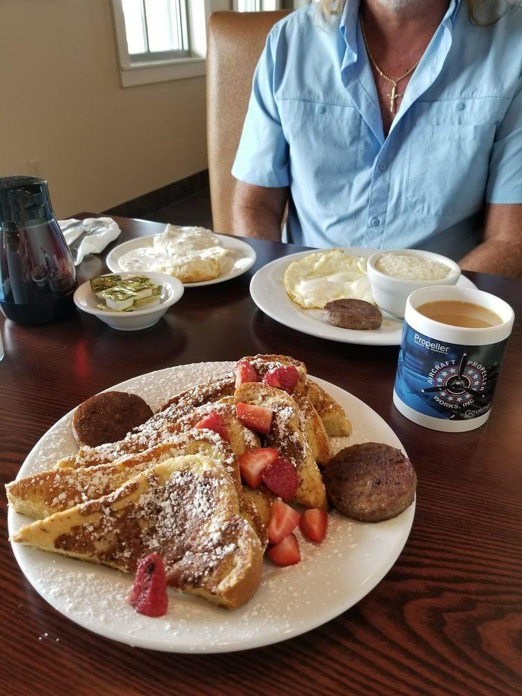 Flightline Cafe & Catering: 2073 US Hwy 92 W, Winter Haven, FL