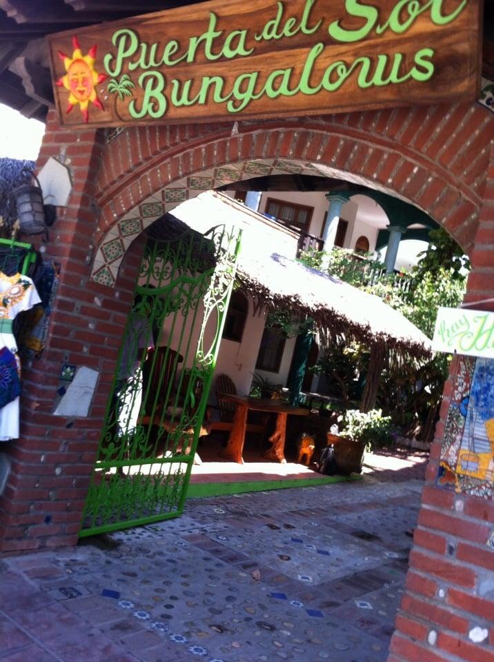 Bungalows puerta del sol hoteles calle del morro s n for Hoteles cerca de la puerta del sol