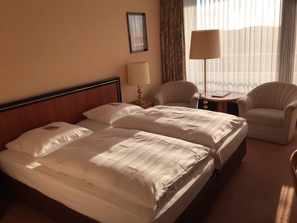 ein super zimmer yelp. Black Bedroom Furniture Sets. Home Design Ideas