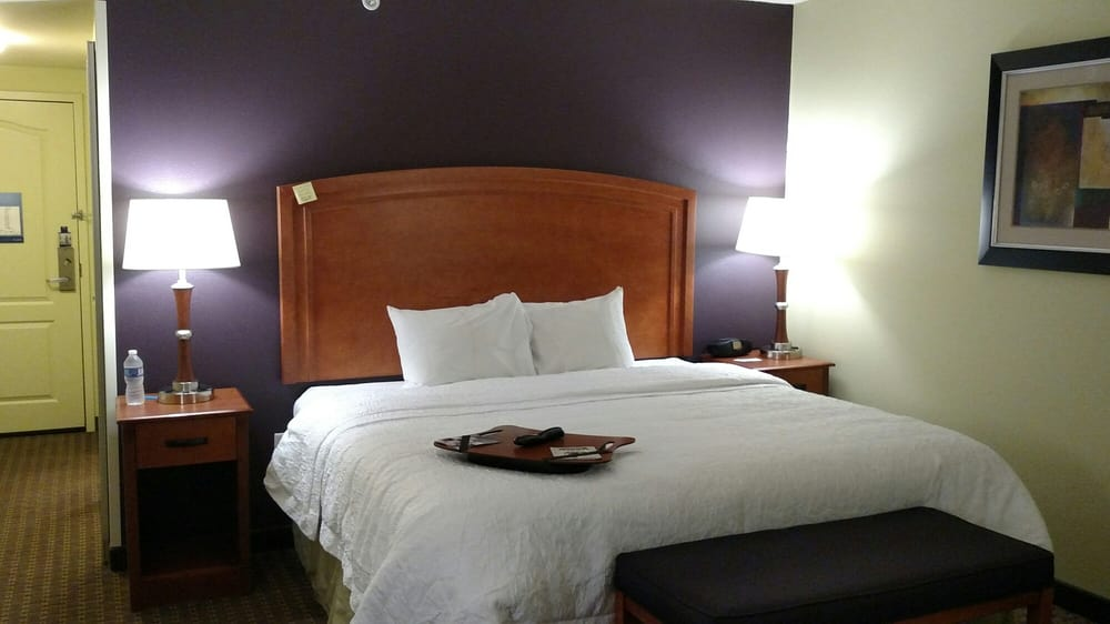 Hampton Inn: 2450 69th Ave, Moline, IL