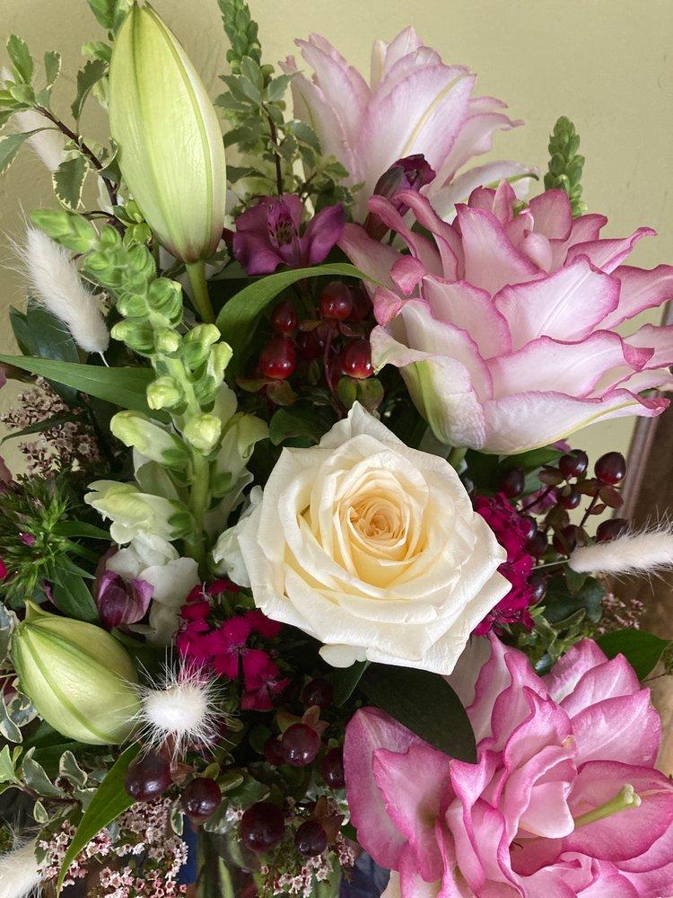 Wildwood Floral: 20 E Sebree St, Dillon, MT
