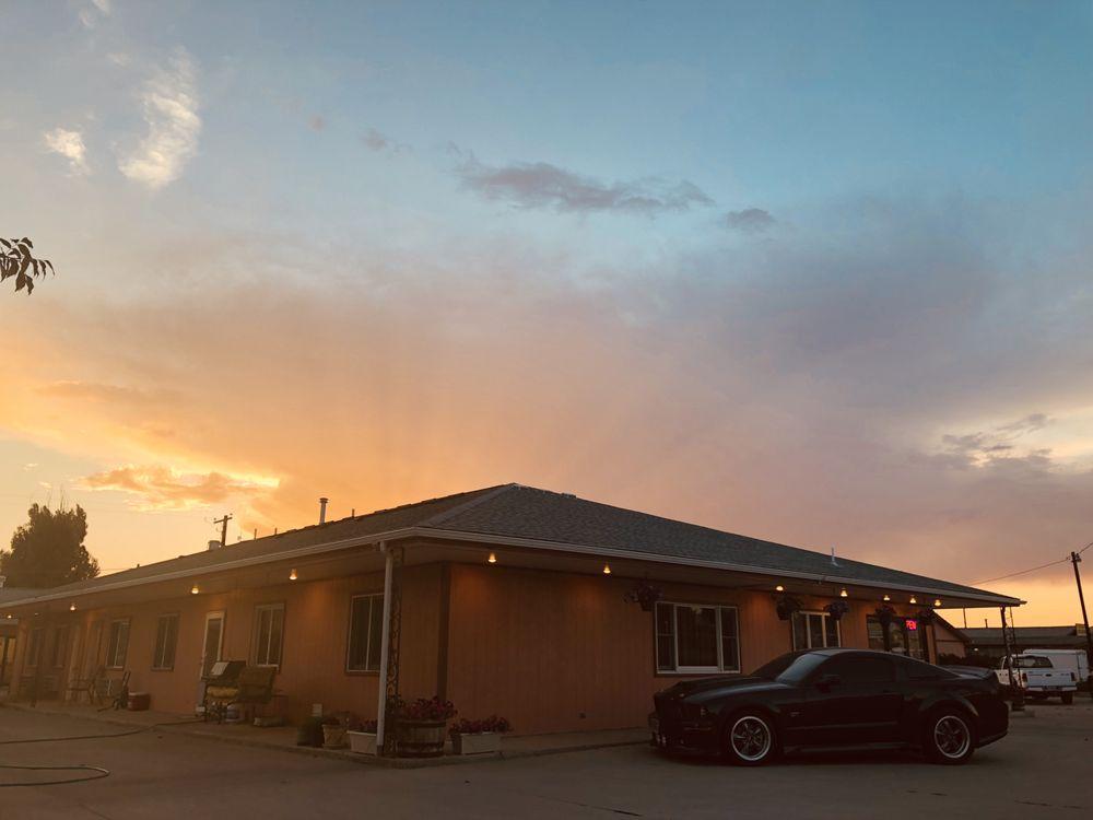 Wheels Motel: 1324 N 6th St, Greybull, WY