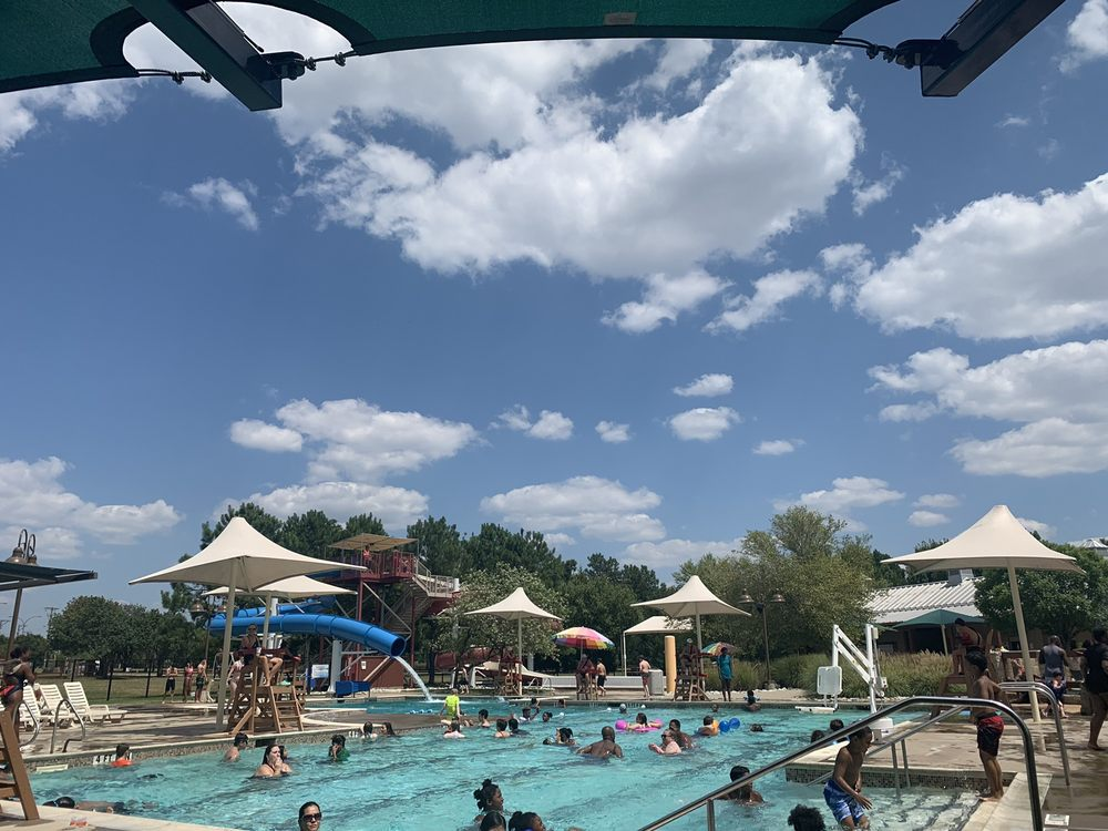 Bad Konigshofen Outdoor Family Aquatic Center: 2800 W Sublett Rd, Arlington, TX