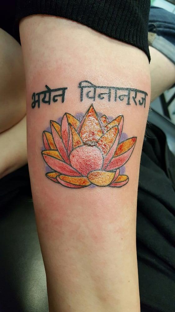 Beelistic s tattoo 15 fotos tatuajes 2510 w clifton for Friday the 13th tattoos michigan