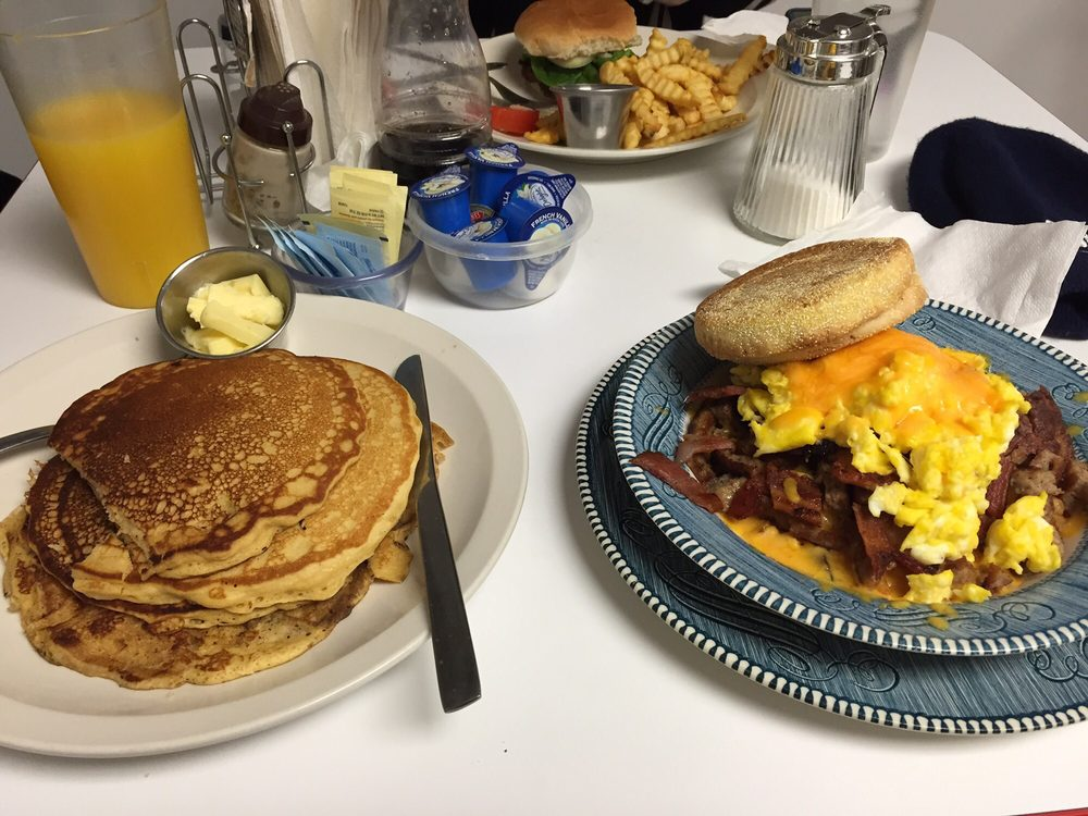 Double B Farm Country Store & Cafe: 2777 S Brostuen Rd, Beloit, WI