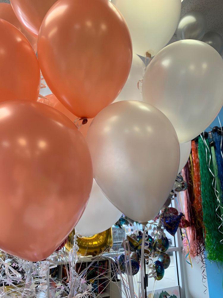 Balloon 'n Novelty: 5402 Broadway, Pearland, TX