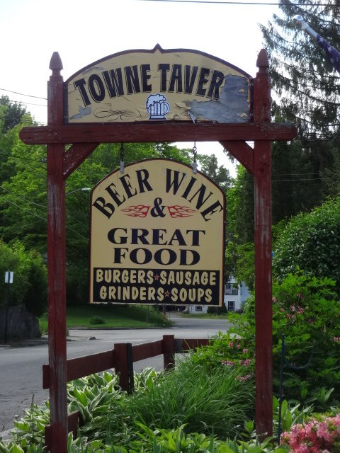 The Towne Tavern: 218 Harwinton Ave, Torrington, CT