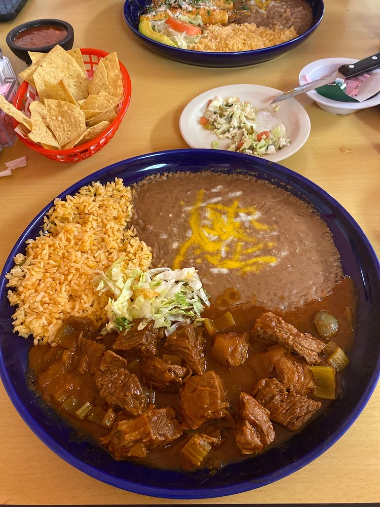 Pueblo Alegre: 1017 Linda Dr, Daingerfield, TX