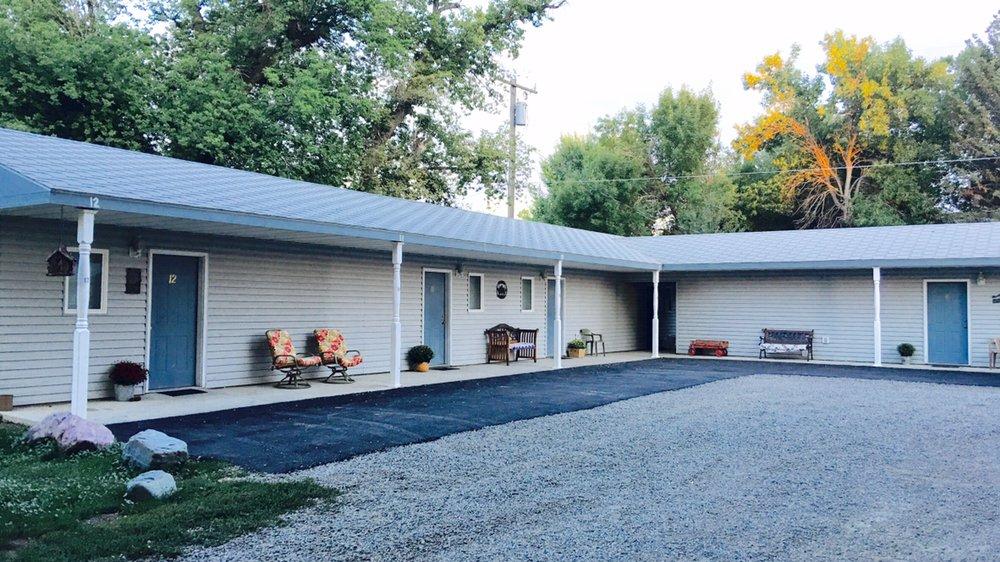 Botts Family Motel: 502 W Front Ave, Joliet, MT