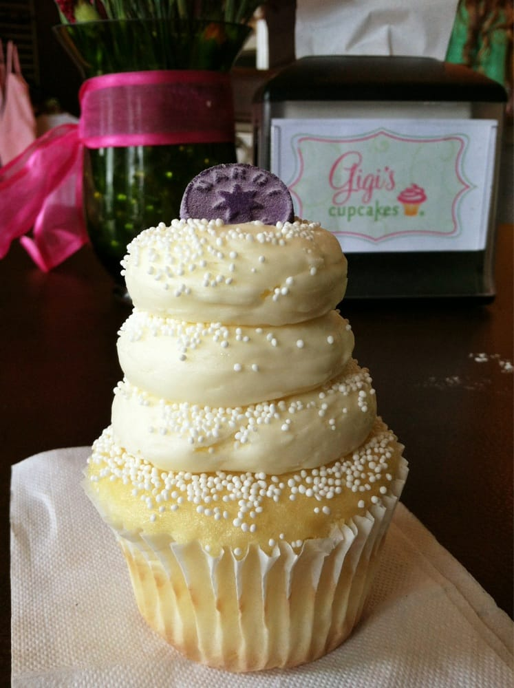 gigi s cupcakes wedding cake wedding cake with a touch of mardi gras gigi s cupcake 14700