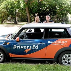 Texas Driver Education Requirements The State of Texas has minimum requirements for completing Texas driving courses online course for both teens and adults. At a minimum, approved driving courses cover traffic and warning signs, the importance of traffic safety and Texas rules of the road.