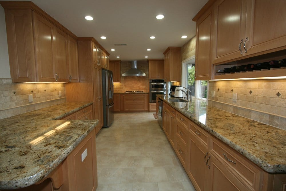 Maple cabinets, travertine backsplash, granite counter ... on Backsplash Maple Cabinets With Black Countertops  id=88131